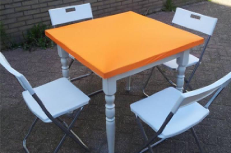 Retro tafel & 4 klapstoelen