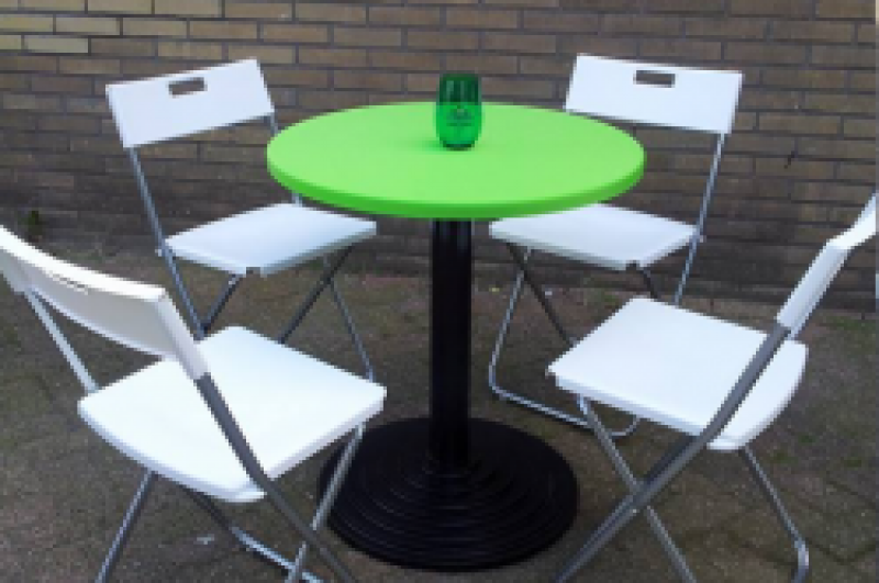 Ronde tafel & 4 klapstoelen