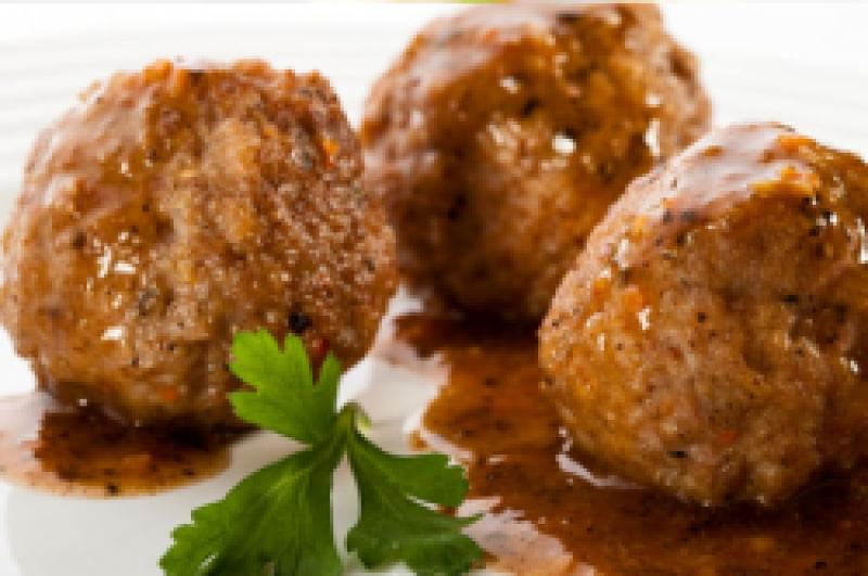 Partypan gehaktballetjes met gebakken ui of champignons