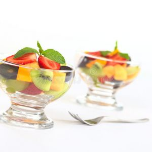 Vers fruitsalade in glas