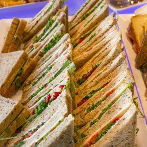 C. Sandwiches, 3 laags, per 10 stuks
