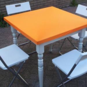 Retro tafel & 4 klapstoelen diverse kleuren