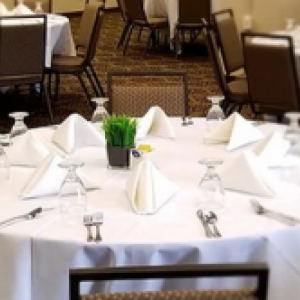 Compleet gedekte tafel, rond 180 Cm Doorsnee